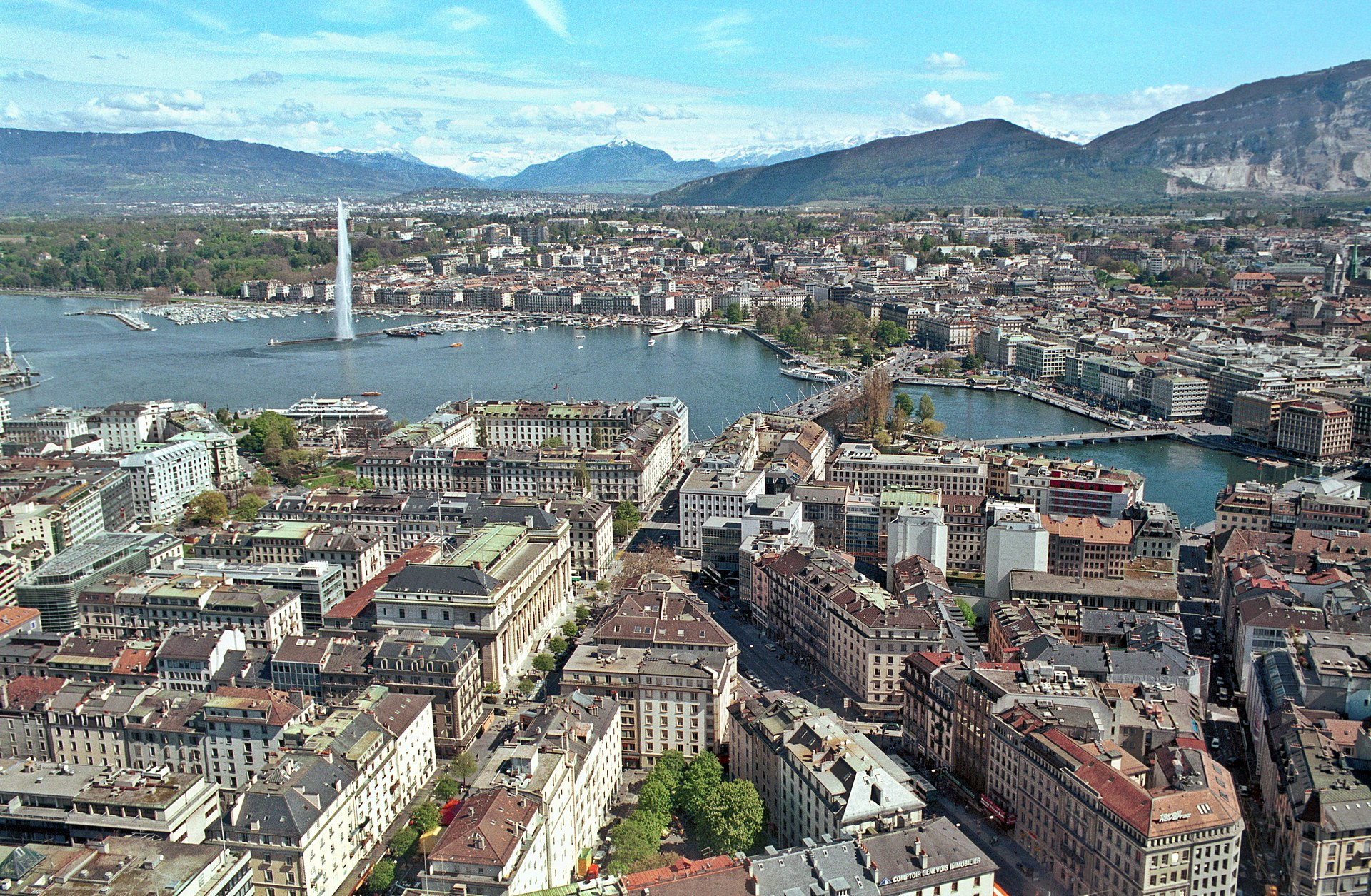 A view over Geneva and the lake