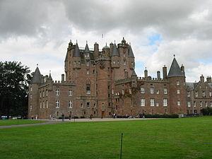 Glamis Castle - Image: Glamis Wide