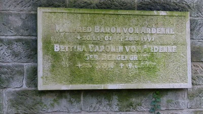 File:Grab Manfred von Ardenne Weißer Hirsch 3.jpg