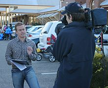 Grant Denyer presenting Sunrise weather in Cootamundra in 2005.jpg