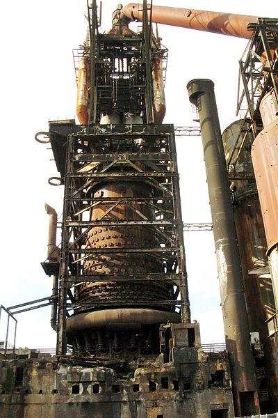 Доменна піч металургійного заводу Adolf-Emil-Hütte у місті Еш-сюр-Альзетт, Люксембург.