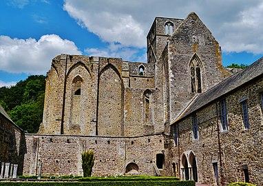 Hambye Abbaye de Hamybe Abbatiale Südseite 4.jpg