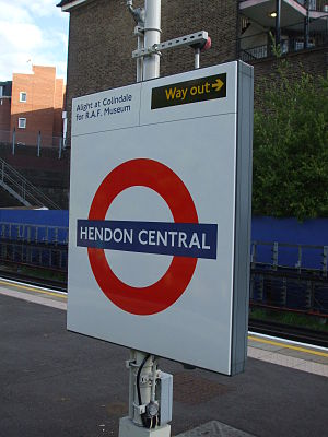 Hendon Central tube station - Image: Hendon Central stn roundel