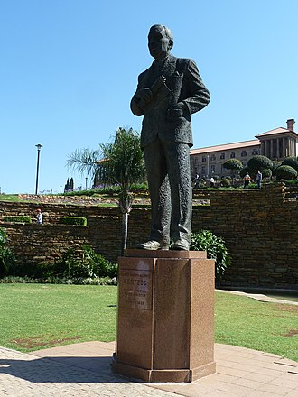 J. B. M. Hertzog - Statue of Hertzog in the gardens of the Union Buildings, Pretoria