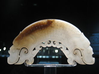 Warring States period - A jade-carved huang with two dragon heads, Warring States, Shanghai Museum