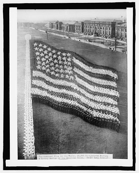 File:Human flag, Great Lakes Training Station LCCN2016826177.jpg