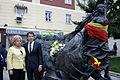 Ignacio González con Ángeles Pedraza en un acto de apoyo a las víctimas del terrorismo 01.jpg