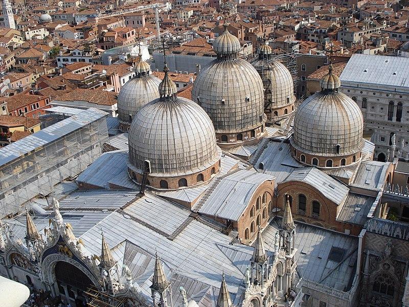 Византијаска архитектура 800px-Image-Aerial_St_Mark_Venice