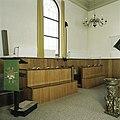 Interieur, overzicht van de banken voor de Kerkenraad tegen de noordmuur - Wagenborgen - 20387757 - RCE.jpg