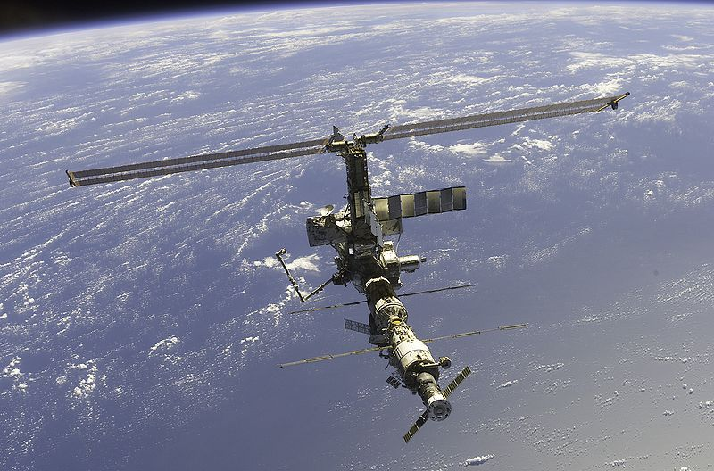 Súbor:International Space Station 17 April 2002.jpg