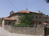 Issamoulenc - ferme et église.JPG