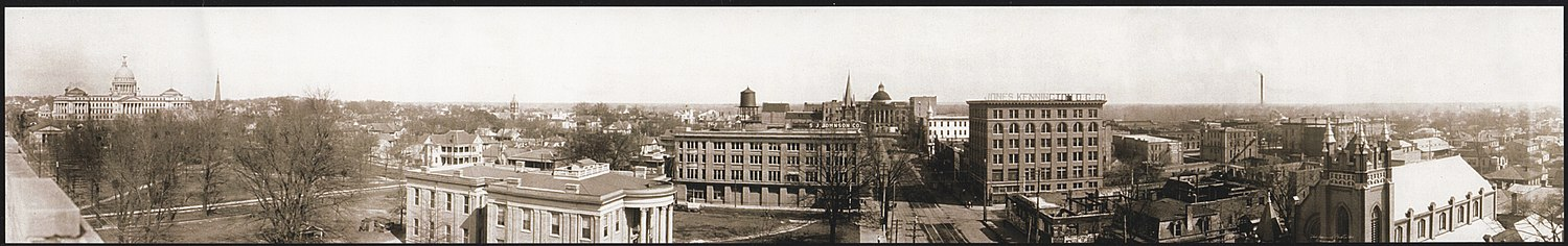 Panorama of downtown Jackson in 1910. The Old Capitol and Capitol Street can be seen at the center of the photo. The New Capitol is at the left. Jackson Mississippi Panorama 1910.jpg