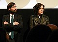 Jason Schwartzman and Elisabeth Moss (12064384133).jpg