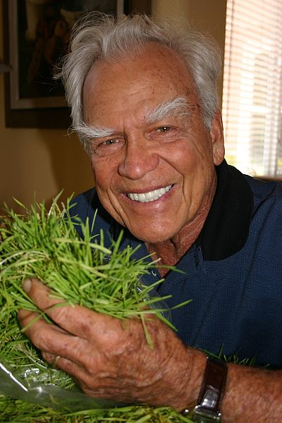 File:Jay Kordich with greens.jpg