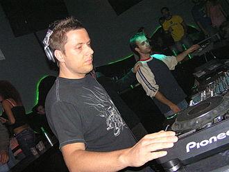 Jimmy Van M - Jimmy Van M performing at the club Luv