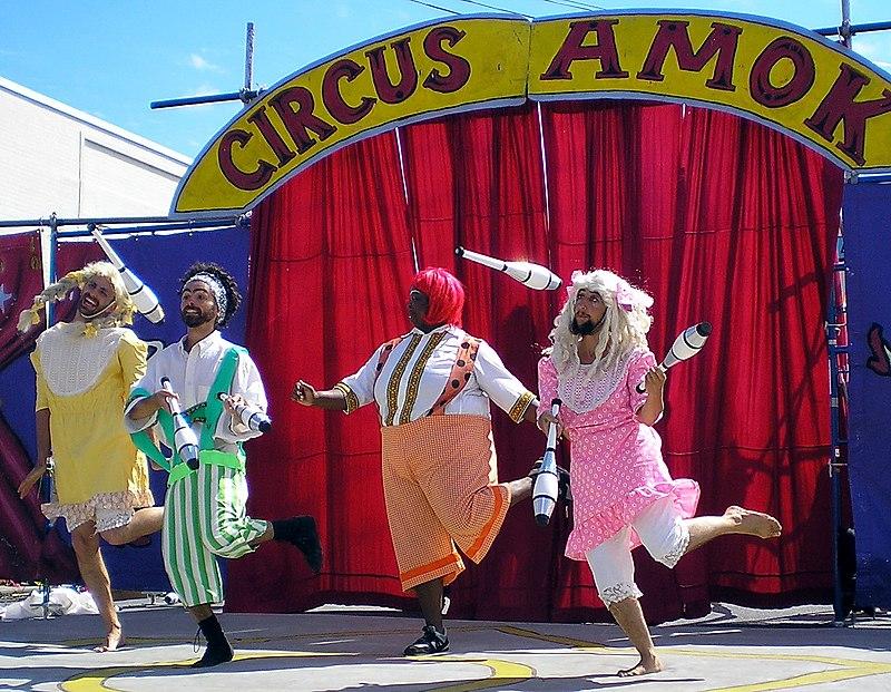 Jugglers Circus Amok by David Shankbone.jpg