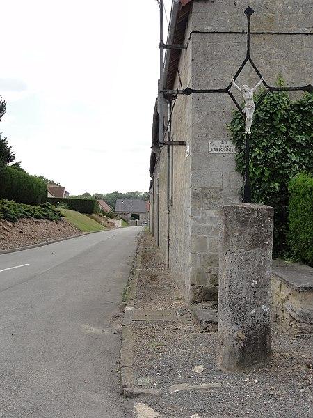 Juvigny (Aisne) croix de chemin au bourg