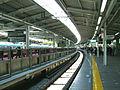 Keikyu-railway-Yokohama-station-platform.jpg