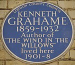 Kenneth Grahame 16 Phillimore Place blue plaque.jpg