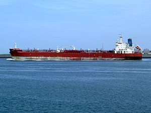 King Ernest p2 leaving Port of Rotterdam, Holland 20-May-2007.jpg