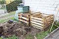 Komposter umsetzen (22669367612).jpg