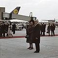 Koningin Julianat en president Heinemann op de luchthaven Keulen-Bonn, Bestanddeelnr 254-8980.jpg