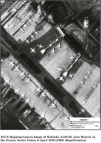 KH-9 Hexagon - KH-9 image of a Russian airfield