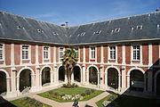 L129 - Lagny-sur-Marne - Ancien cloitre - Hotel de ville.JPG