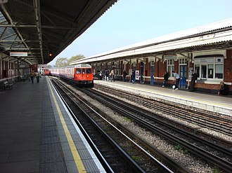 Ladbroke Grove tube station - Image: Ladbroke Grove tube station 2