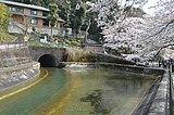 琵琶湖疎水の区内安朱東海道町の諸羽トンネル出口付近