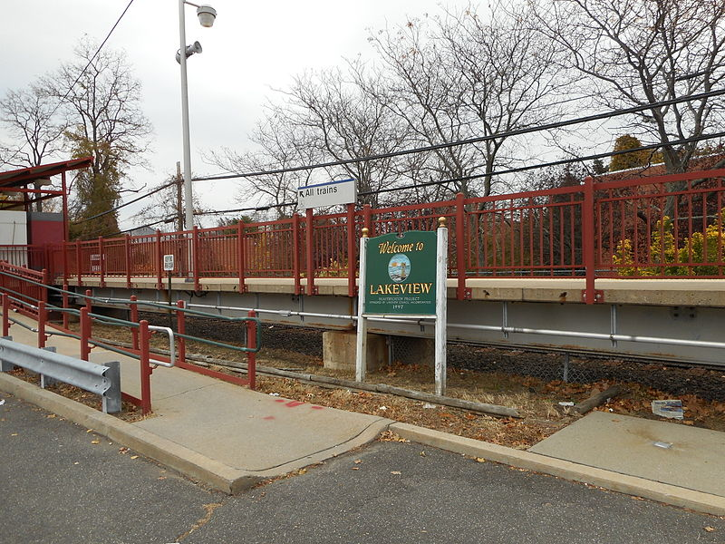 Fitxer:Lakeview LIRR Station; Welcome to Lakeview Sign.JPG