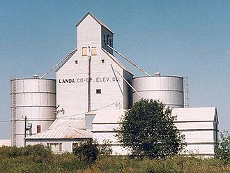 Landa, North Dakota - Grain elevator in Landa