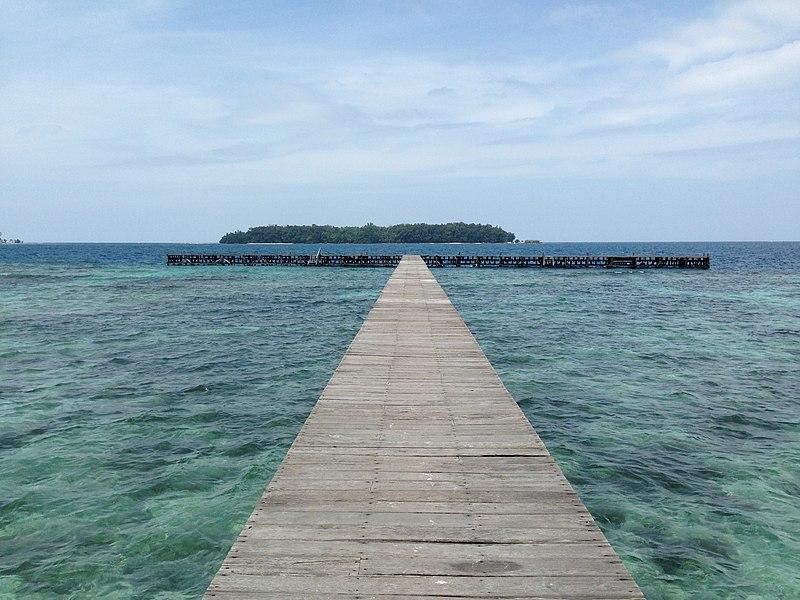 File:Landing pier Sepa Island - panoramio.jpg