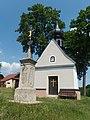 Lavičné, kříž a kaple.jpg
