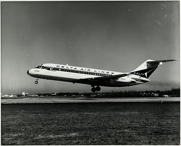 File:Left side view of Delta Air Lines Douglas DC-9 (N3304L) taking off.jpg