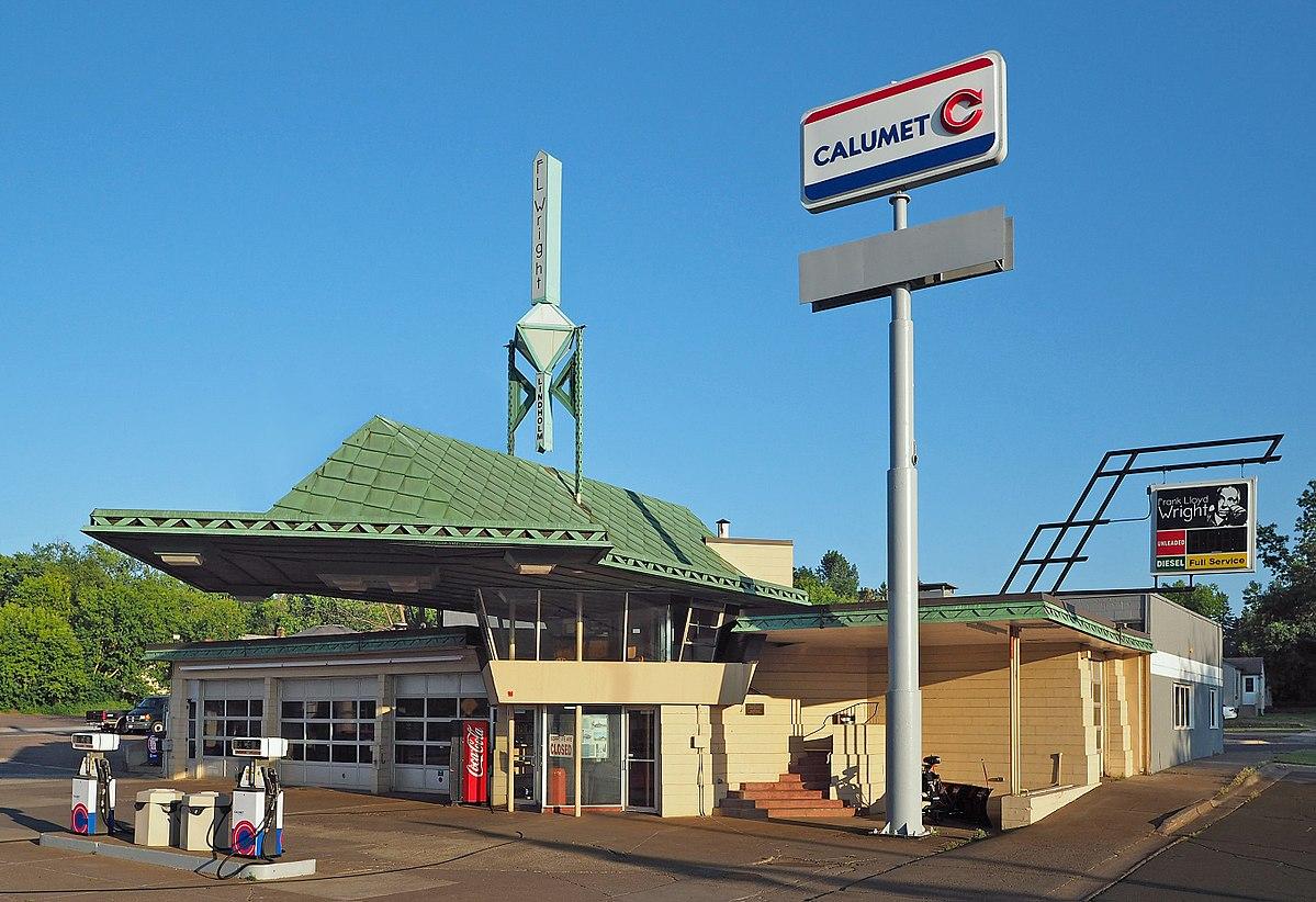 R  W  Lindholm Service Station