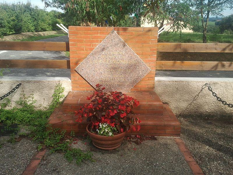 File:Lourties-Monbrun - Monument aux morts.jpg