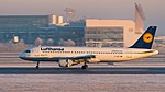 Lufthansa Airbus A320-214 D-AIZL MUC 2015 02.jpg