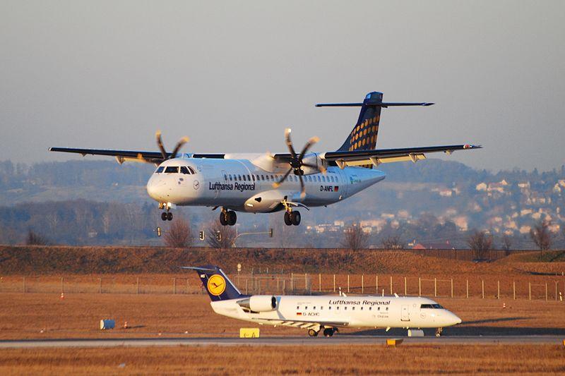 File:Lufthansa Regional, Stuttgart Airport (2293717095).jpg