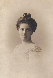 https://upload.wikimedia.org/wikipedia/commons/thumb/a/ab/Luise_von_Toskana.jpg/220px-Luise_von_Toskana.jpg