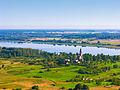 Luknas ezers un Višķu katoļu baznīca.jpg