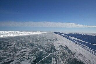 Tuktoyaktuk Winter Road - Image: Mackenzie River ice road a