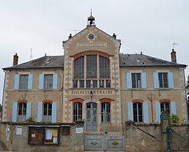 The town hall in Surgy