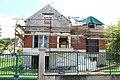 Maison en cours de rehaussement au croisement de l'avenue de la Gare et de l'avenue Moc-Souris à Saint-Rémy-lès-Chevreuse le 22 mai 2013 - 5.jpg