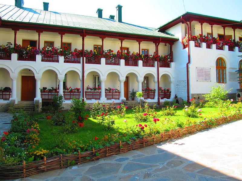 File:Manastirea Agapia - sat Agapia 01.JPG