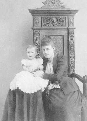 Grand Duchess Maria Pavlovna of Russia (1890–1958) - The infant Maria Pavlovna with her mother, Alexandra.