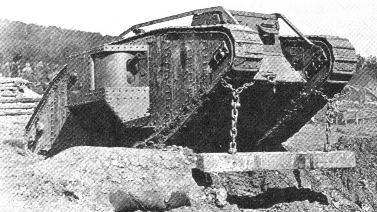 الجنرال الالماني هاينز غودريان  1200px-MarkIVTankWithUnditchingBeam1917