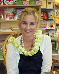 Maureen McCormick Maui crop.PNG