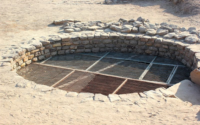 File:Meshed well (16494773048).jpg
