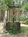 Metalowy krzyż przydrożny z okalającym go płotkiem - Stefanowice - 000776c.jpg